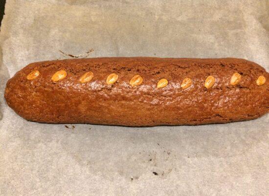 Als je amandelen licht bruin verkleuren kan je Speculaas met Amandelspijs uit de oven. Smullen maar!!